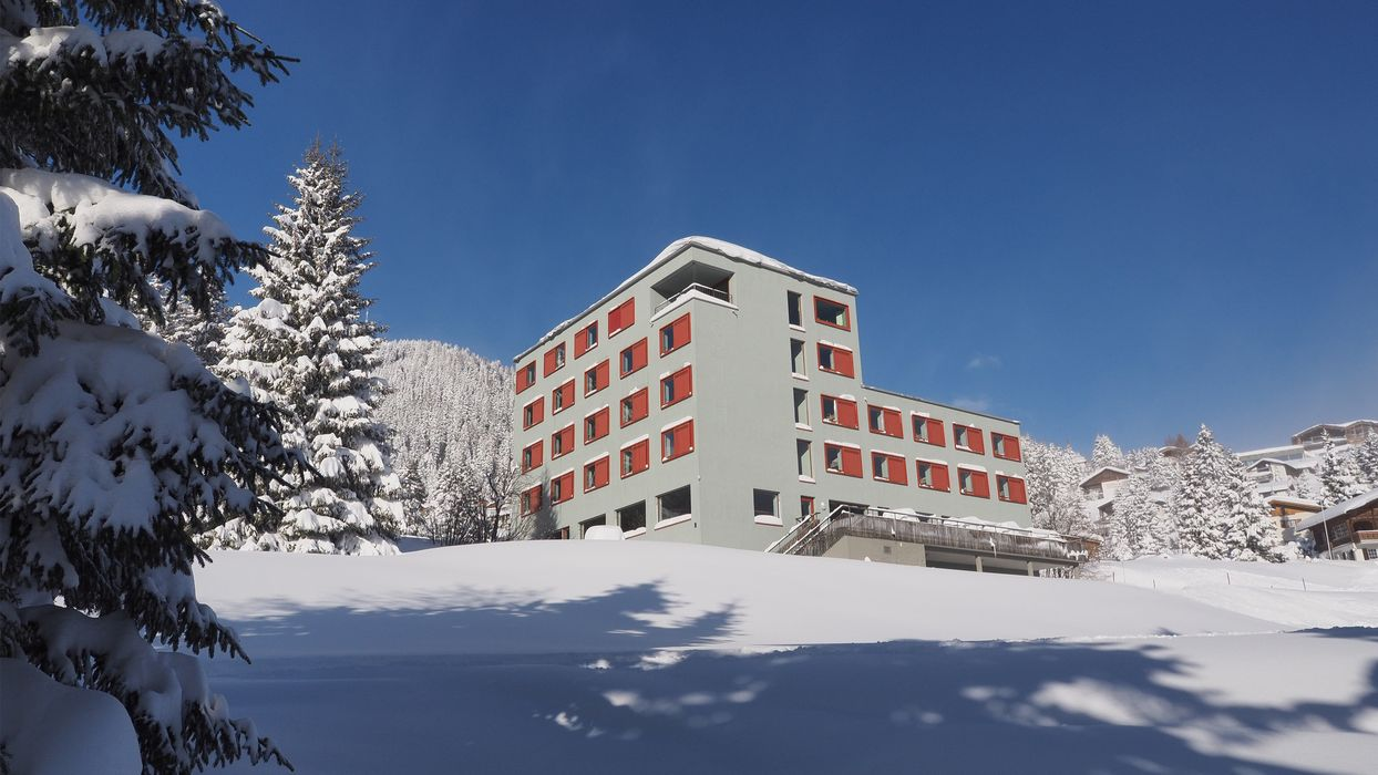 Exterior view winter and building Valbella-Lenzerheide Youth Hostel
