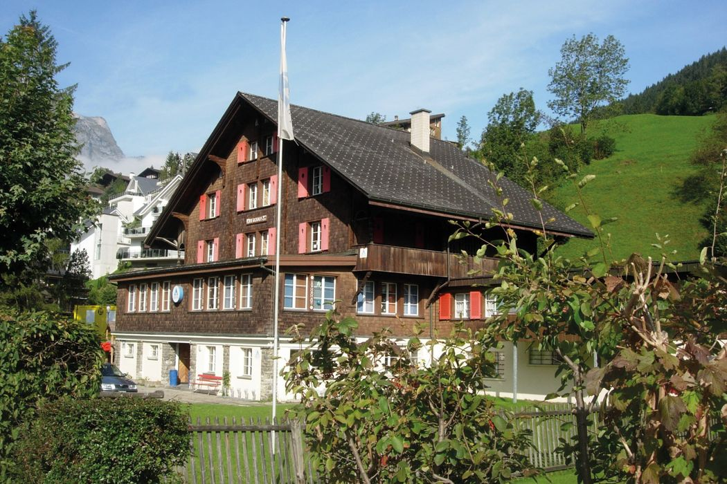 Outside view and house Engelberg Youth Hostel