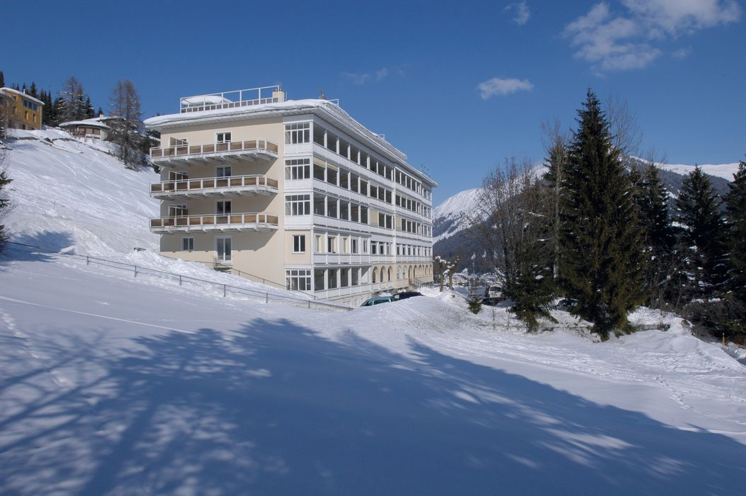 Outside view Davos Youth Hostel winter