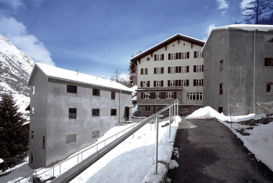 Exterior view winter and building Zermatt Youth Hostel